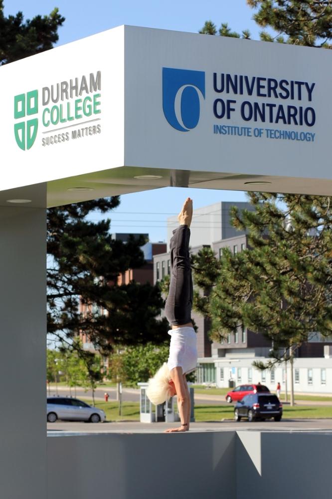 S Novak handstand on cube